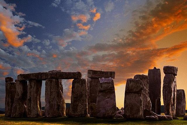 考古学家称巨石阵下方存在15处未知的纪念碑体