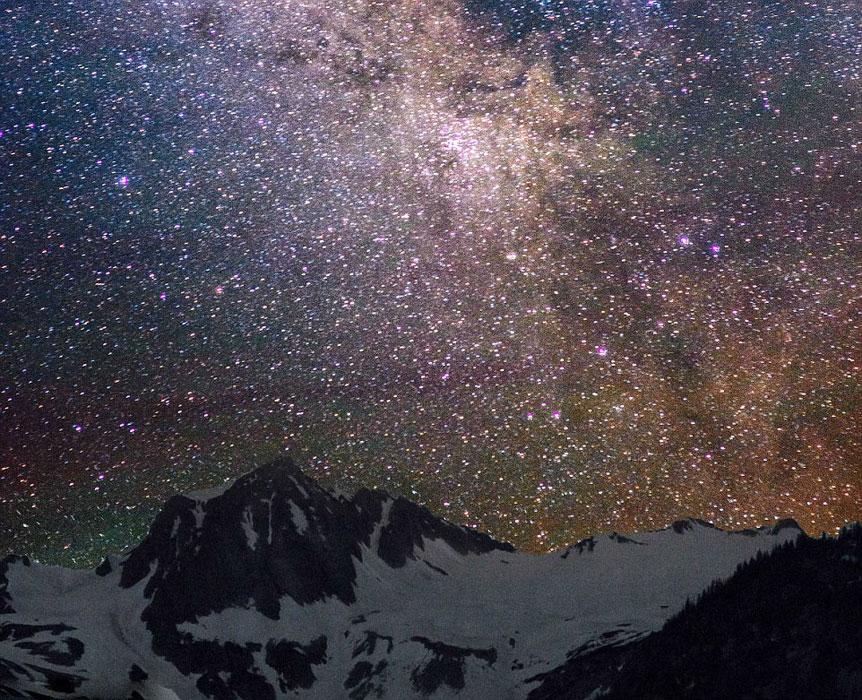 摄影师拍摄美国郊外的璀璨夜空
