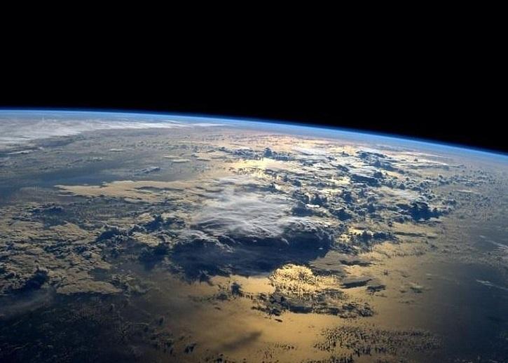 地球白昼一面清晰可见