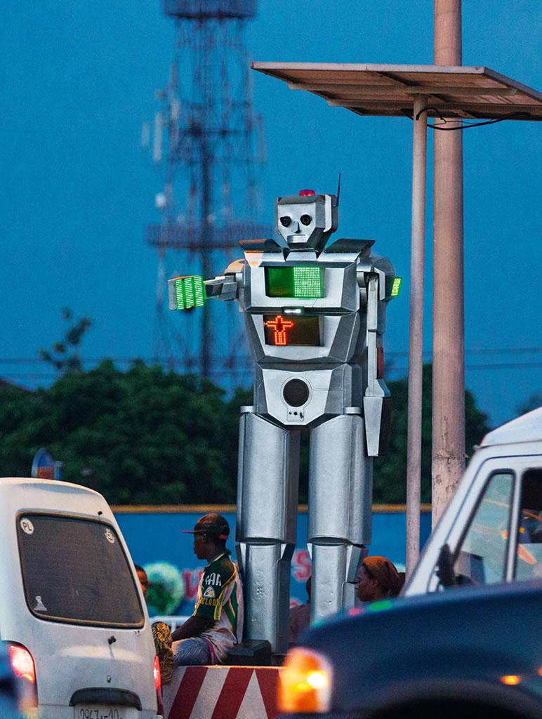 刚果民主共和国首都的机器人交警