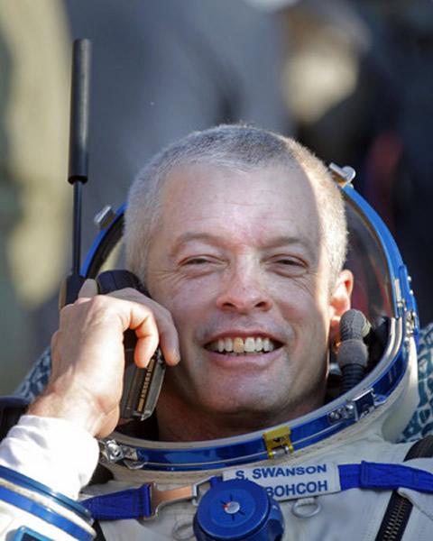太空人值勤5.5个月后重返地球,点名最想要「手机」以便跟家人联络。