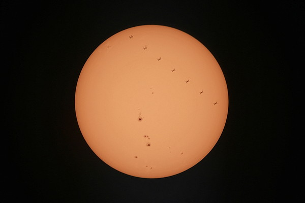 太阳表面有人造物体穿过?是国际空间站凌日