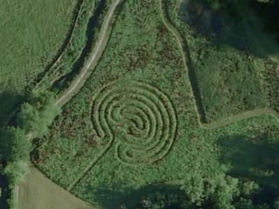英国历史学家发现全新的、造型为螺旋圈的麦田怪圈