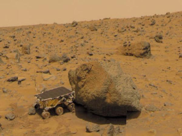 正在火星考察的第一辆火星车——索杰纳