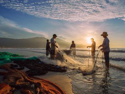 越南风情:收网的渔人