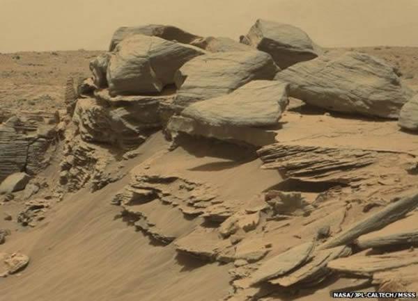 沿途,好奇号看到了很多不同寻常的岩石景观