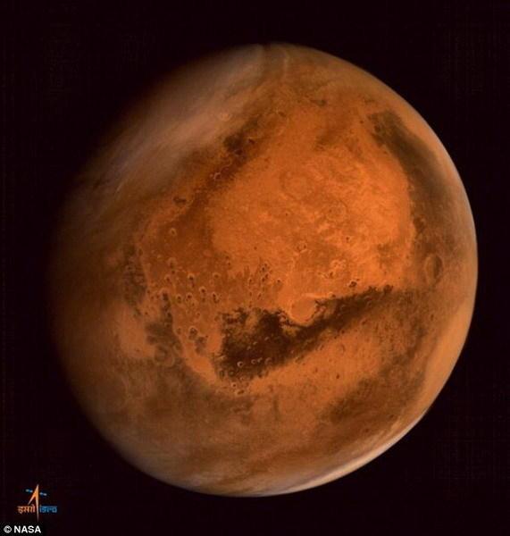 """印度""""火星轨道任务(MOM)""""探测器拍摄到火星上空正在酝酿一场风暴"""