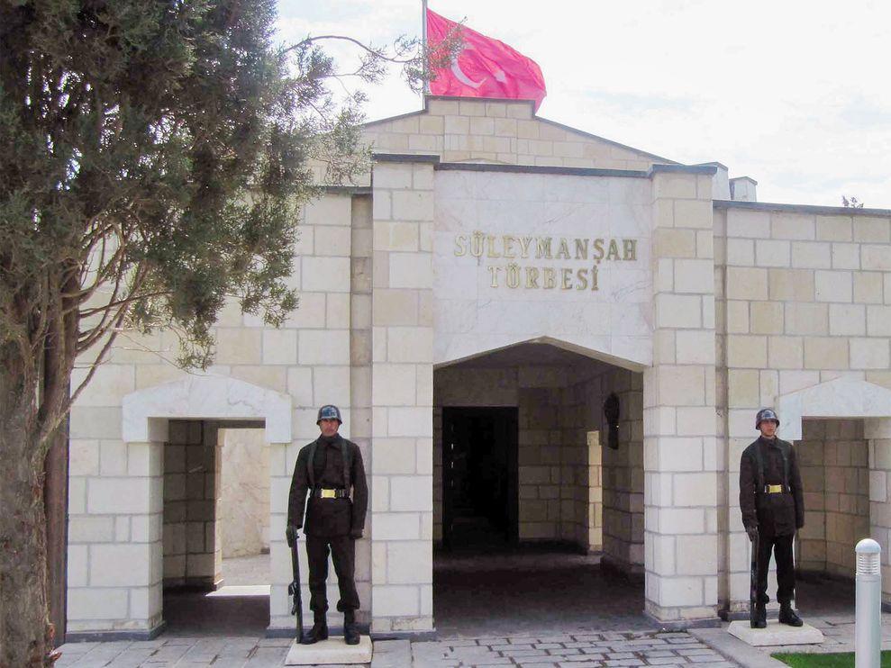土耳其卫兵在叙利亚阿勒坡(Aleppo)东北方的苏莱曼