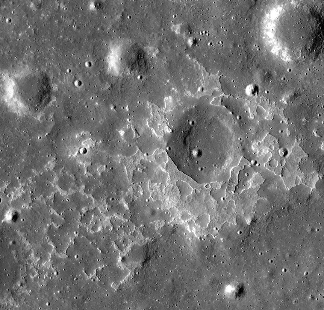 NASA发现月球某些岩石地层在不到1亿年前由熔岩留下