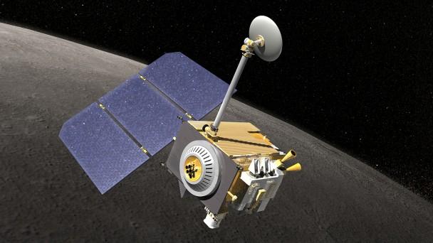 NASA分析月球探测轨道飞行器拍下的影像作研究之用