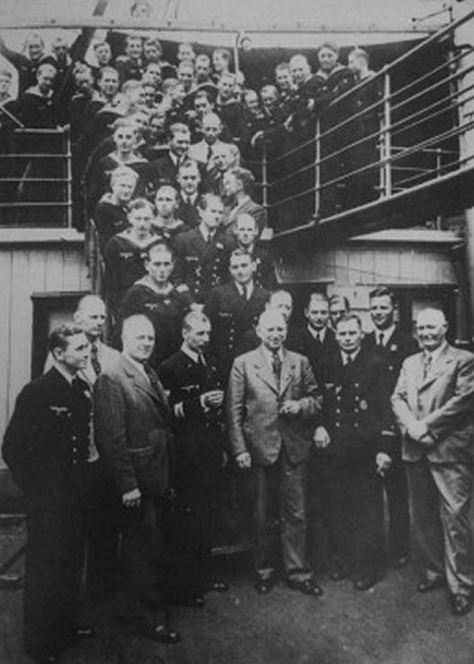 U-boat众船员在船上合照