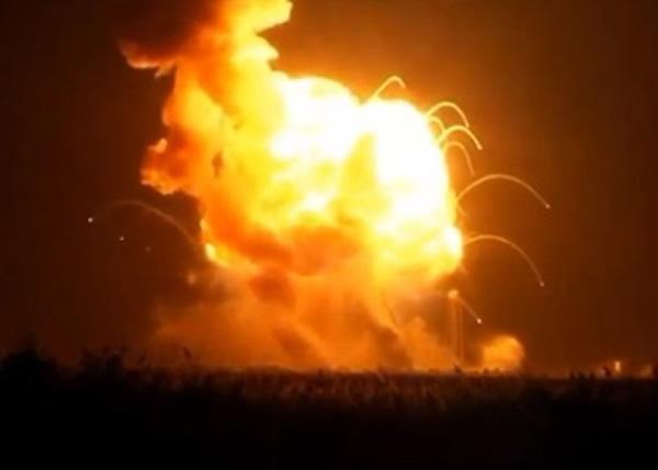 火箭变成火球