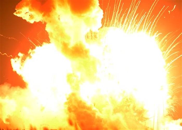 爆炸威力强劲,火箭化为一个巨大火球。