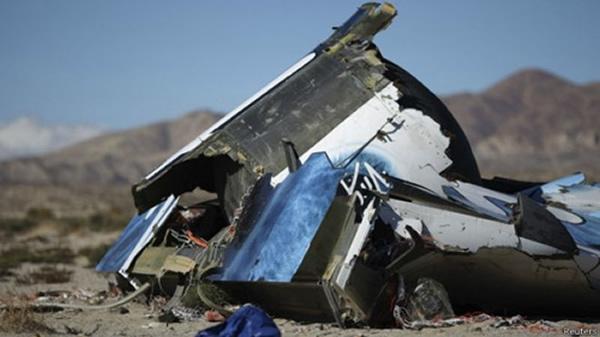 """""""太空船二号""""10月31日在加州莫哈韦沙漠坠毁,造成一名飞行员死亡。"""