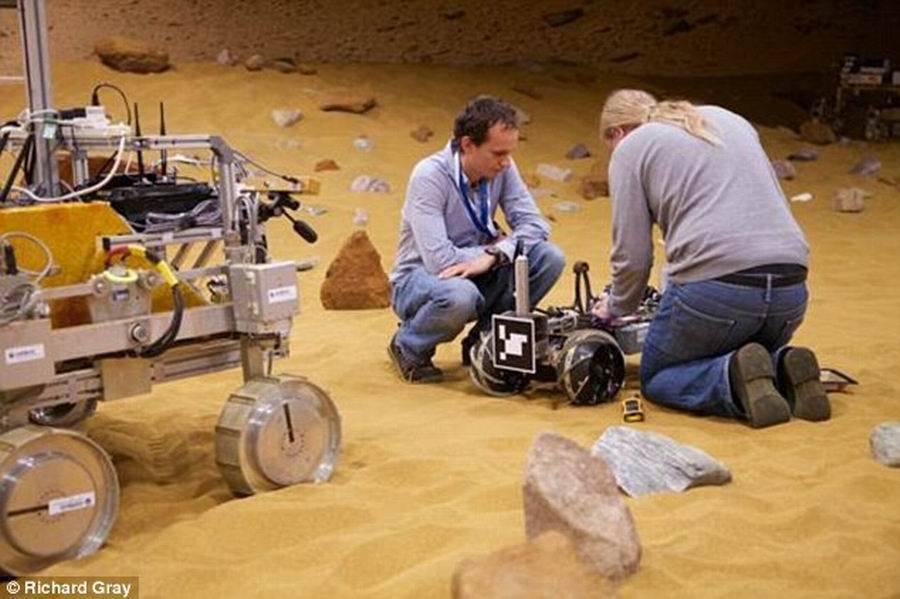 """当前服役的火星车运行速度非常慢,例如:好奇号火星车,移动时速仅0.13公里,欧洲空巴防务航天公司机器人系统工程师埃利-阿卢伊斯说:""""我们正在研究下一代火星勘测任"""