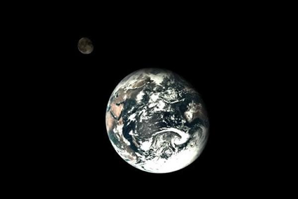 中国发布完整地月合影 专家称系特殊位置一次性拍成
