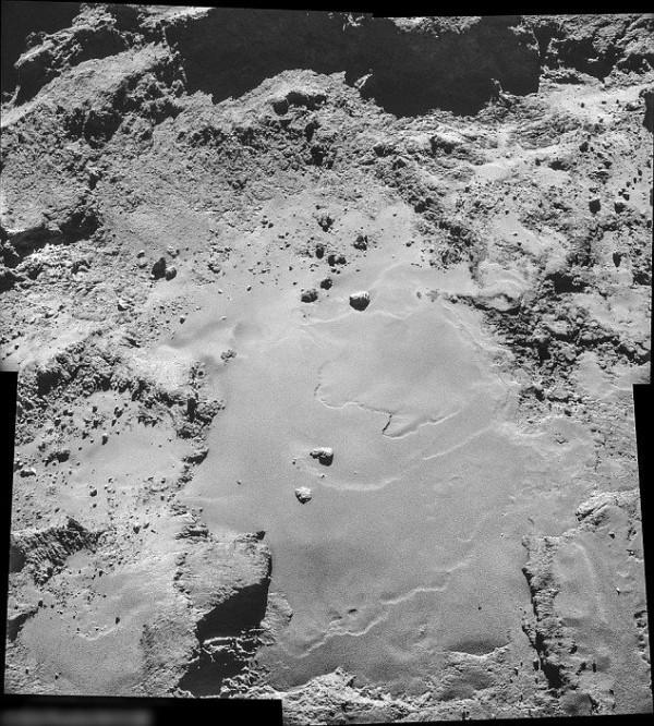 罗塞塔号拍下彗星67P的表面照。