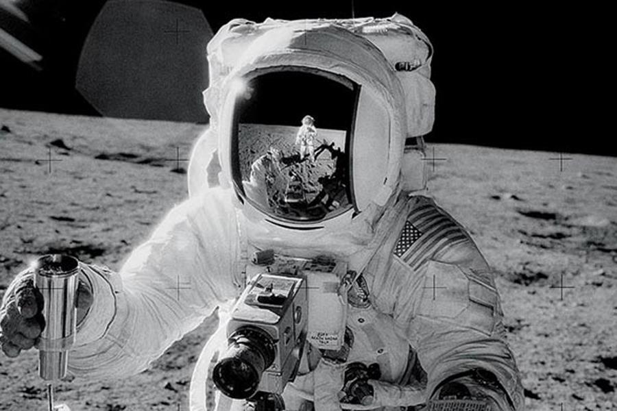 为了尽可能模拟月球上的光线,研究人员使用VXGI立体像素全局光照技术建立月球现场,因为登月场景中有许多个可能的反射面,比如宇航员的宇航服、月球表面的土壤和岩石、