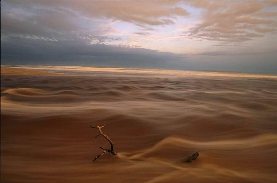 如图,这是加蓬仙境般的地貌。