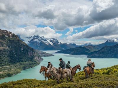 巴塔哥尼亚高原上的牛仔