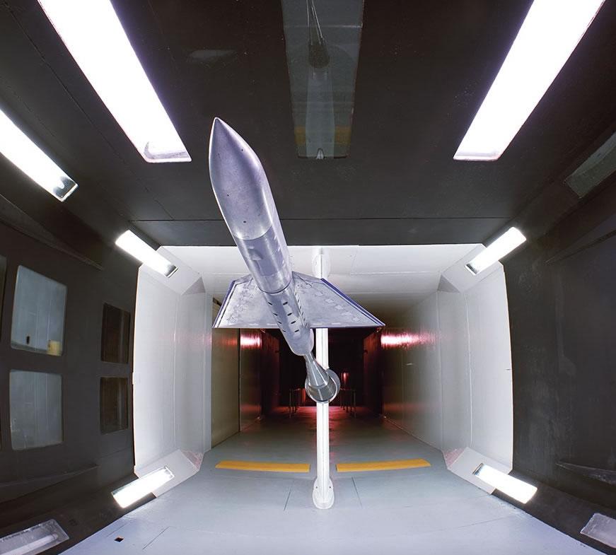 """通过为这些地方拍照,米勒称自己更好地理解美国太空计划的重要性,特别是在冷战期间。米勒说:""""在这些设计、建造以及操作这些设施的天才面前,我感到谦卑。"""""""