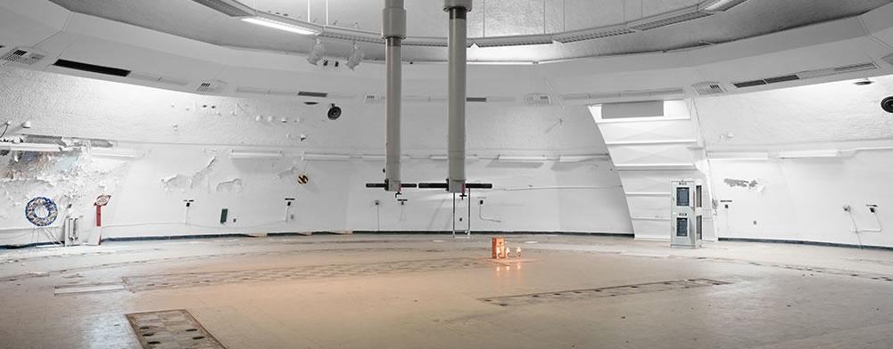"""但米勒表示,太空飞行也是一项危险的事业,业内人士的工作并不轻松。他进一步解释说:""""在34号发射塔的发射座上有一块铭牌,那是阿波罗一号太空船1967年1月份测试时"""