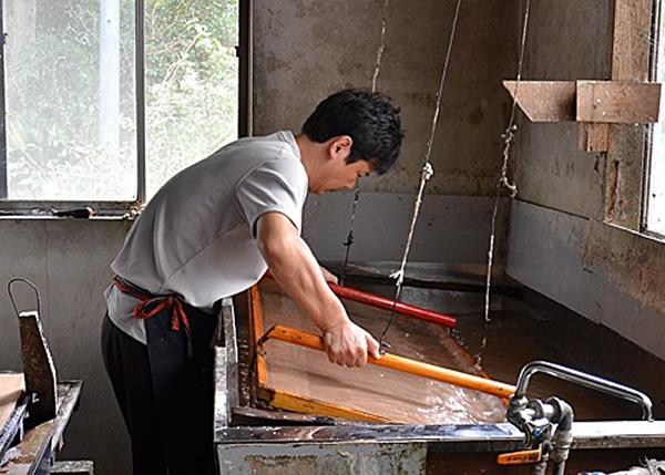 手漉和纸为日本传统技术。