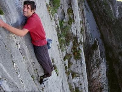 专业攀山者杭诺尔德(Alex Honnold)3小时徒手攀爬墨西哥险峰