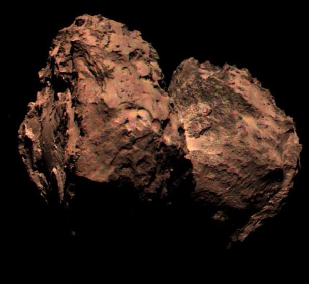 彗星67P的表面或为红色。图为菲兰最新拍到的彗星67P表面照。