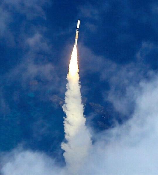 """日本H2A火箭搭载""""隼鸟2号""""小行星探测器发射升空"""
