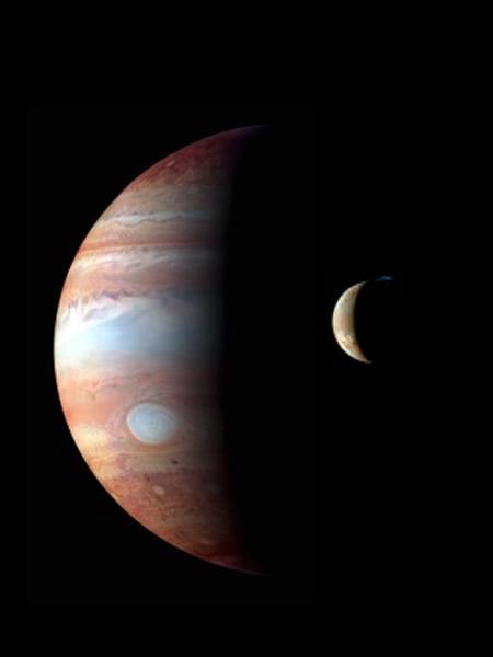 2007年,新视野号探测器飞过木星,拍摄下这张木星和它的卫星——木卫一的合影。