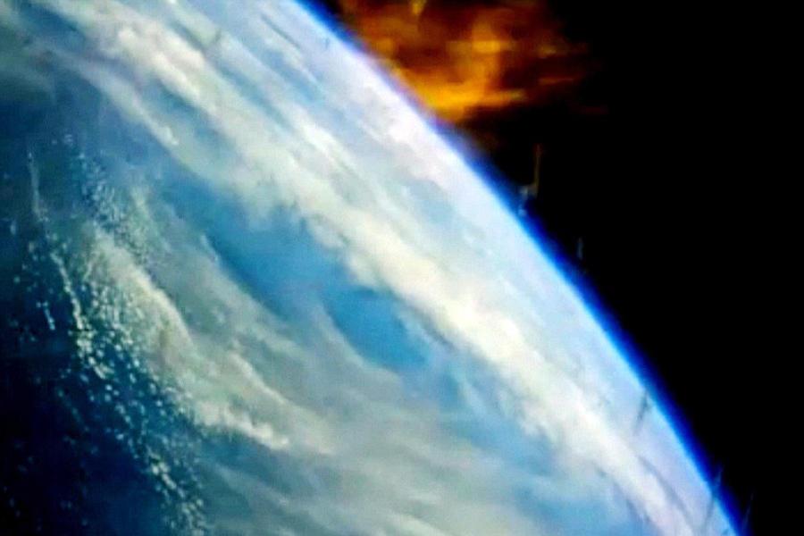"""""""猎户座""""宇宙飞船装有最强大的隔热装置,这是本次飞行测试的关键部分,重返大气层时飞船表面温度达到2200摄氏度,气动减速是""""猎户座""""宇宙飞船表面温度升高的原因之"""