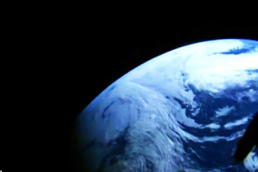 """美国宇航局局长查尔斯·博尔登认为本次飞行测试是""""猎户座""""宇宙飞船项目的巨大进步,而我们真正的任务在于将人类送往火星,在此之前我们会完成一次小行星登陆,把宇航员送"""
