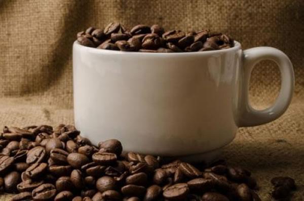 科学家认为在微重力的环境中饮用咖啡是一个非常困难的事情