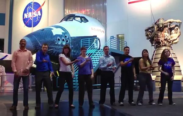 """美国太空总署(NASA)实习生拍MV庆祝无人太空船""""猎户座""""升空"""