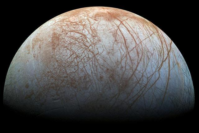 """美国宇航局最新消息称科学家在木卫二""""欧罗巴""""上发现羽状喷流现象"""