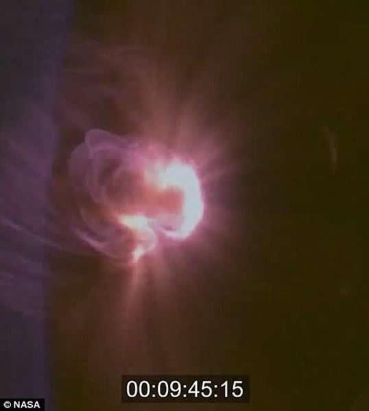 """美国宇航局公布""""猎户座""""宇宙飞船返回地球时的照片"""
