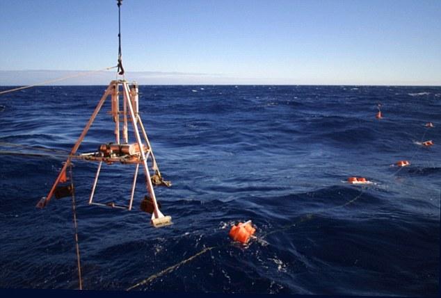 阿伯丁大学和夏威夷大学的科学家在马里亚纳海沟用105多个小时的视频记录下鱼类情况。他们用一个常用于深海冒险的机器拍摄了这些视频。它由阿伯丁大学制造,名为深渊登陆