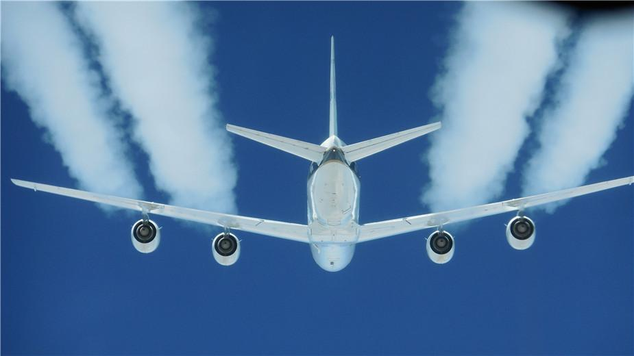 一架DC-8飞机进行替代燃料实验,研究其对尾迹和巡航排放的影响。