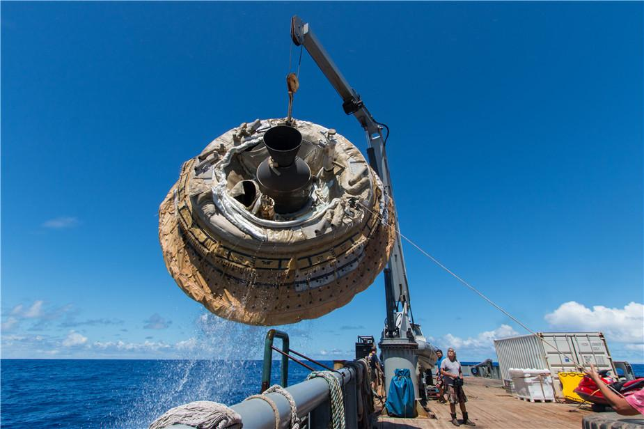 NASA打捞完成实验的低密度超音速减速器。