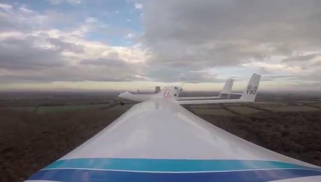 全球首架混能飞机在英国试飞成功