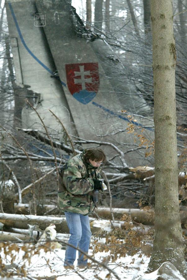 斯洛伐克维和飞机坠毁 一名男子死里逃生