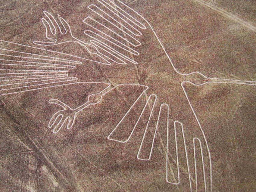 秘鲁纳斯卡荒漠巨型蜂鸟图航拍