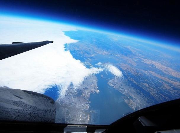 机程仅仅两小时,在美国三藩市上空飞行。