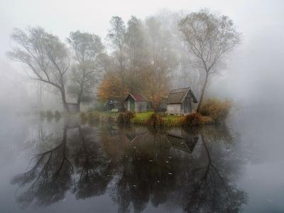 匈牙利瑟德利盖特的自然保留区朦胧湖景