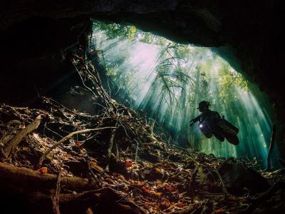 墨西哥犹加敦半岛的水下天然井