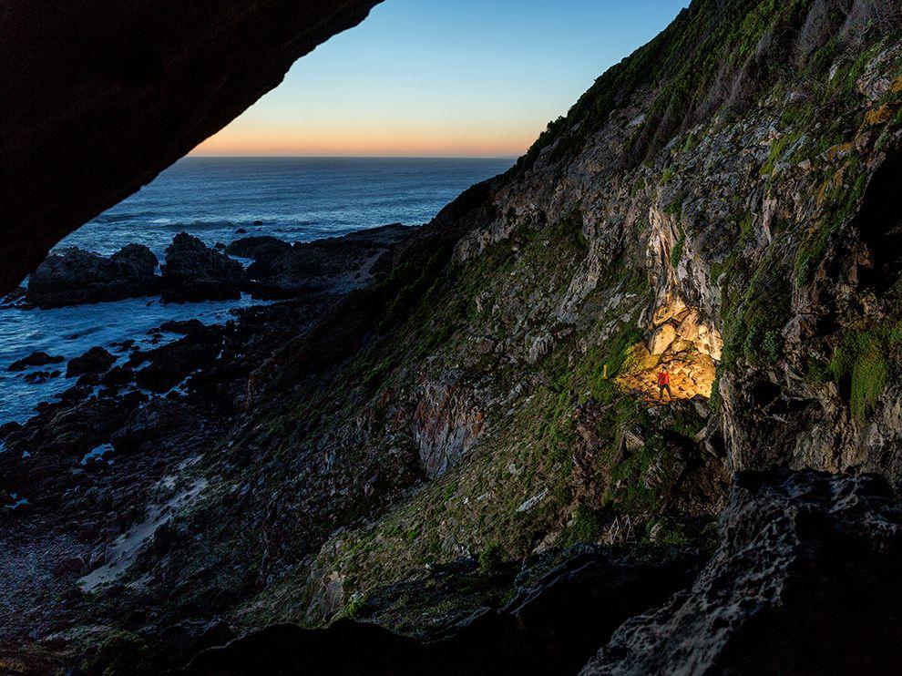 考古学家在非洲最南端附近的布隆伯斯洞穴