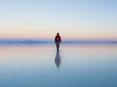 一个人的日出:玻利维亚乌尤尼盐沼