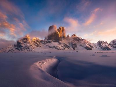 加拿大巴芬岛上的仙境双峰:阿斯加德山