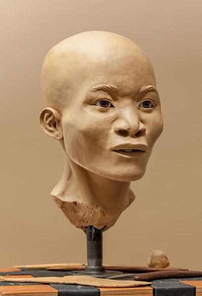 发现少女骸骨的潜水员为她取名「奈亚」。脸部重建的结果显示,最早的美洲人跟后来的美洲原住民长得不太像,不过基因证据显示他们确实有共同的祖先。 Photograph